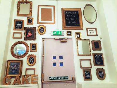 cupcakery door